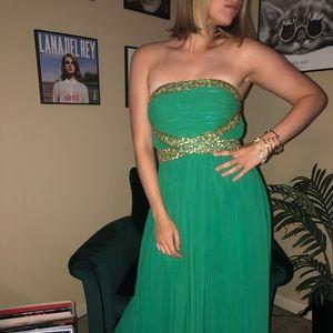 Emerald green prom dress!